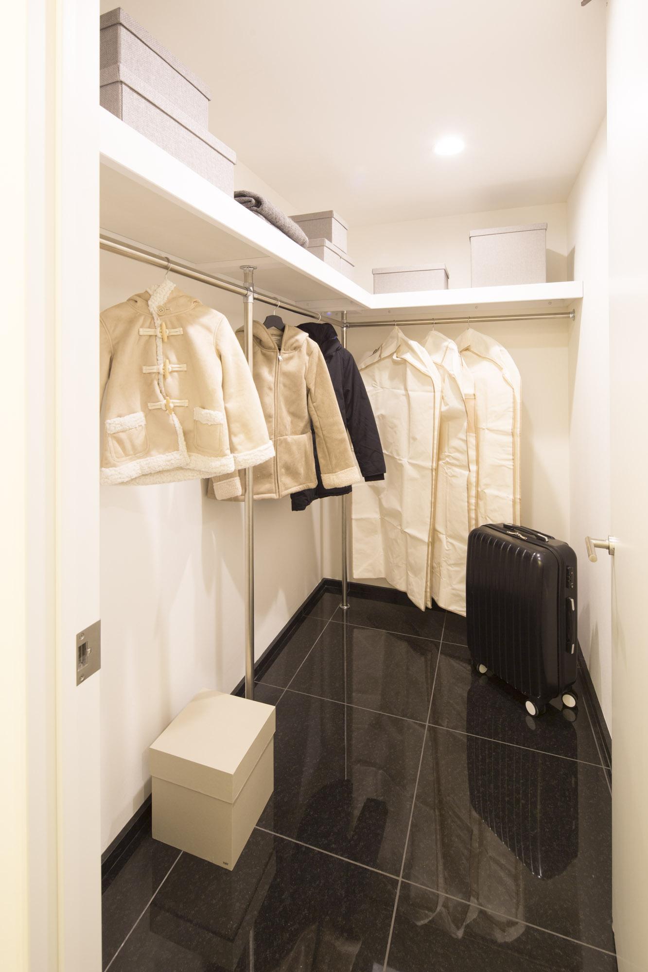 Хувцасны өрөө